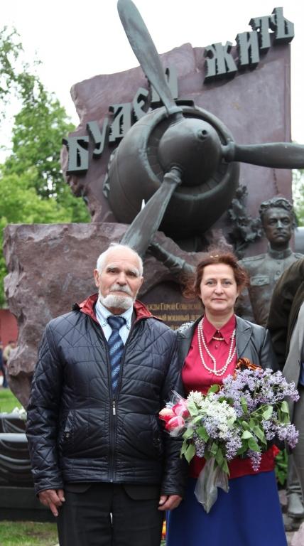 с Иван Яковлевичем цветы Маресьеву