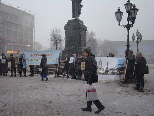 1 июня 2011 г. исполнилось 5 лет молитвенным мероприятиям на Пушкинской площади с целью восстановления Страстного монастыря