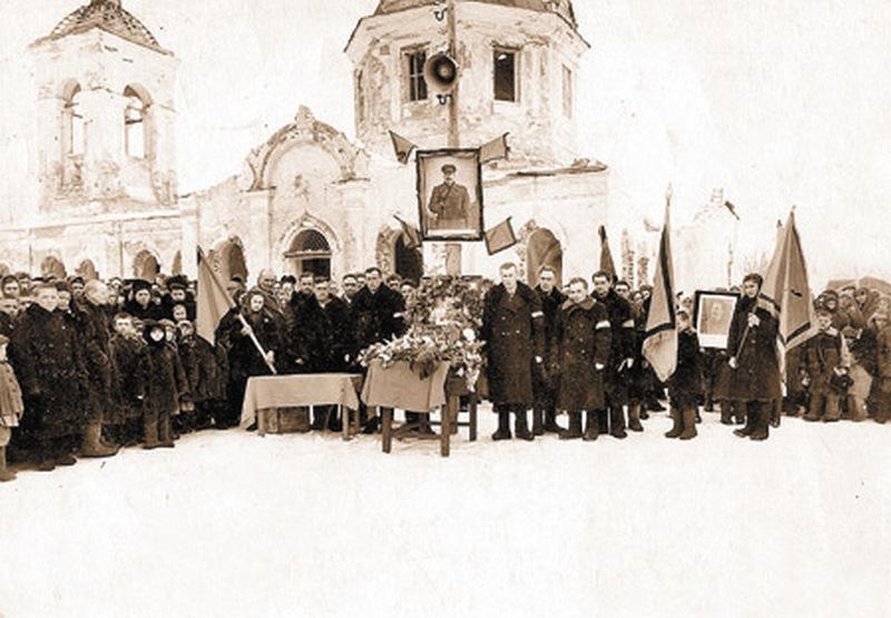 Прощание со Сталиным. Район Калача Воронеж. обл. Март 1953