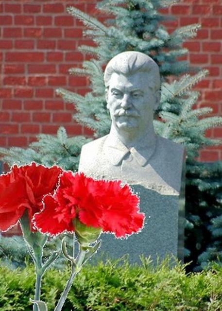 Сталин не ушёл в прошлое, растворился в будущем. Бородино-2012-2045 и КПРФ возложили цветы к могиле Вождя