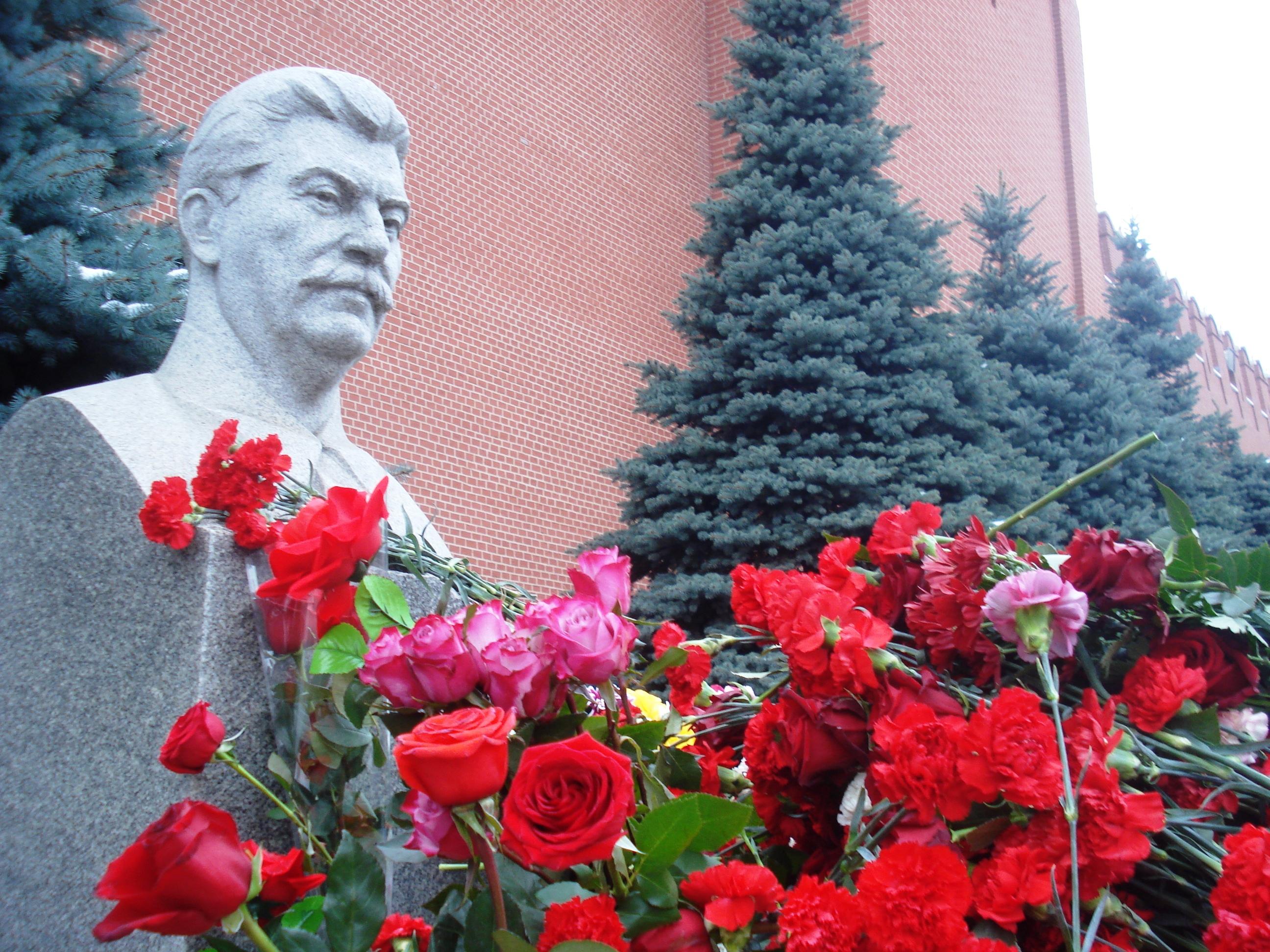 21 декабря 2017 года РОО «Бородино 2045»  на Красной площади провело возложение цветов к могиле великого Вождя народов дорогого товарища Иосифа Виссарионовича Сталина!