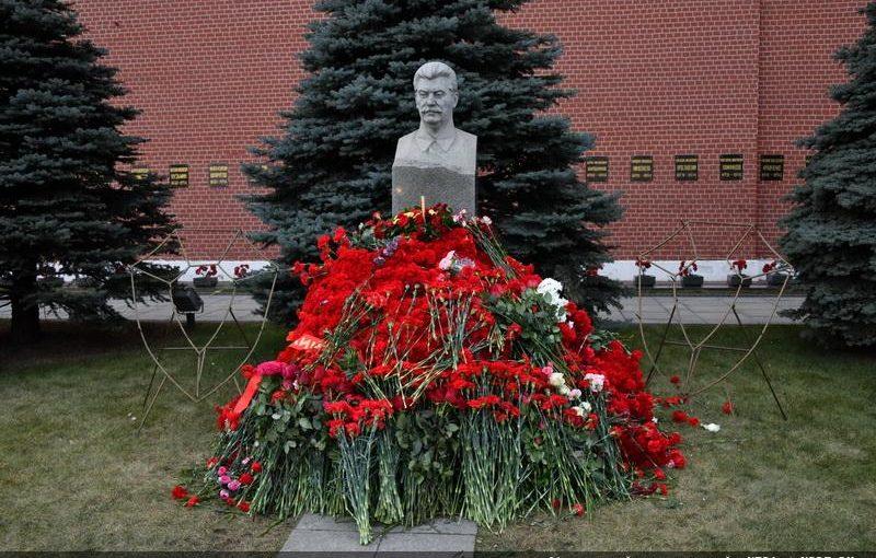 Рекордное число гвоздик к 140-летию товарища Сталина
