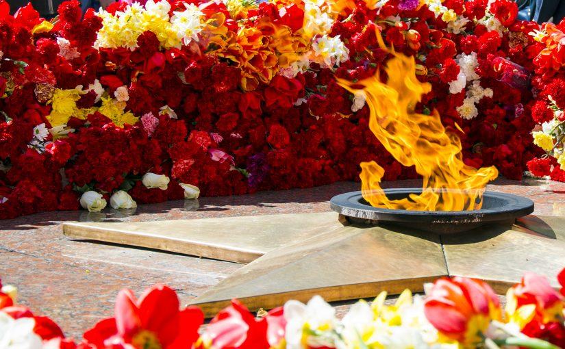 Дорогие друзья! Дорогие соратники! От всей души поздравляем Вас с ДНЕМ ПОБЕДЫ нашего народа над фашистской Германией в Великой Отечественной войне 1941-1945 годов! Эта Победа священна. 9 Мая 2021 года возлагаем цветы на мемориалах, к Вечному огню,поздравляем ветеранов