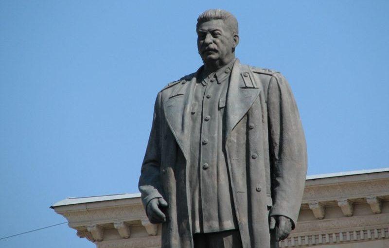 Увековечивание Сталина в скульптуре здоровое явление